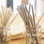jakie słomki zamiast plastikowych słomki stalowe metalowe papierowe ze słomy bambusowe